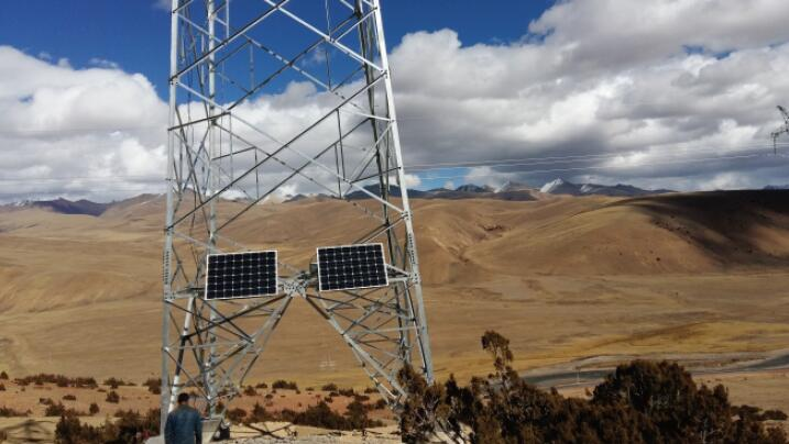 A Divided Body Mounting Solution For Solar Obstacle Light On Towers